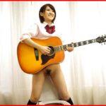 元アマチュアバンドボーカルの椎名そらがおしっこ解禁!ギター弾きながらオシッコする神演出あり
