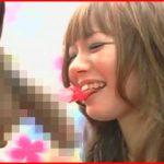 女子大生ギャルに本物チンポの横でチンポ飴を舐めてもらう擬似フェラナンパ!
