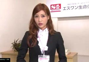 明日花キララが保険会社の受付嬢だったら・・・。枕営業で契約不可避!