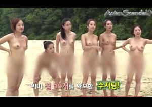 若い女性が無人島生活する韓国の番組が裸まみれでエロい!||お色気番組,悪ノリ,無人島,韓国