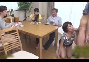 家族同士でエッチするのが当たり前なおバカ家族の日常風景!||redtube,フェチ,妹,痴女,家族,近親相姦