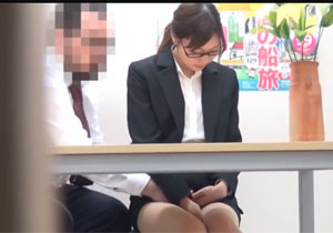 説明会にきた就職活動中の女子大生にセクハラして盗撮!