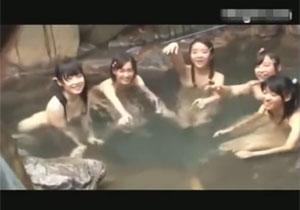 裸を見られても気にしてない田舎の女の子たちとの混浴セックス!
