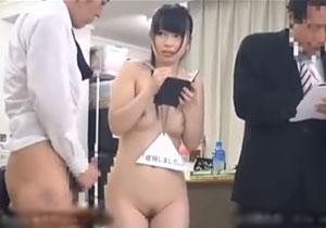 遅刻したSOD女子社員が全裸で業務をさせられる超セクハラレイプ!