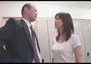 生意気な女教師をチンポで黙らせる、押さえつけてのレイプファック!