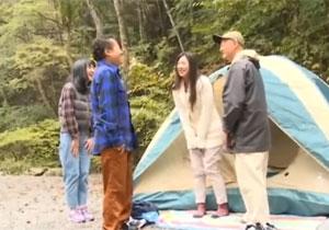キャンプ場で出会った夫婦とスワッピングしちゃう寝取られ体験!