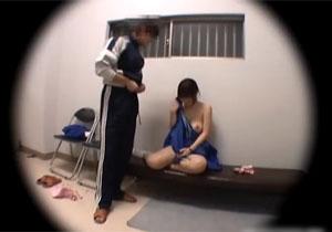 顧問に迫られて犯されてるジャージ女子のレイプ盗撮!
