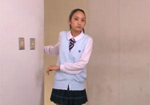 人助けしたせいで男子に脅されてフェラさせられる可哀想な女子校生!