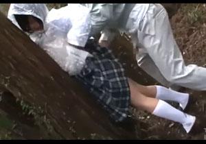 雨の日、田舎で道を聞いた女子校生を拉致って犯す鬼畜すぎるレイプ!