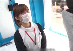 医療従事者の看護婦さん、お仕事の合間に手コキマジックミラー号出演!